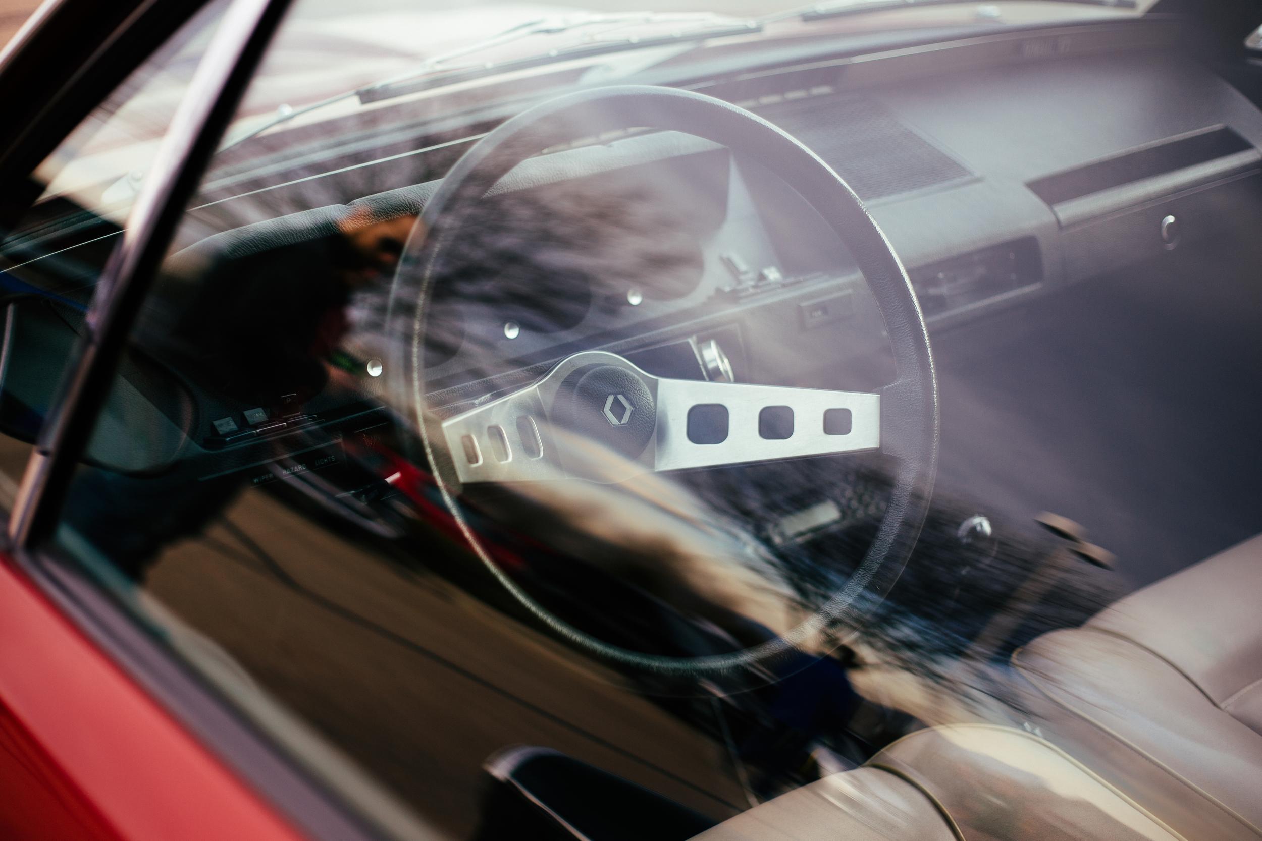 Renault 17 Window Interior.jpg