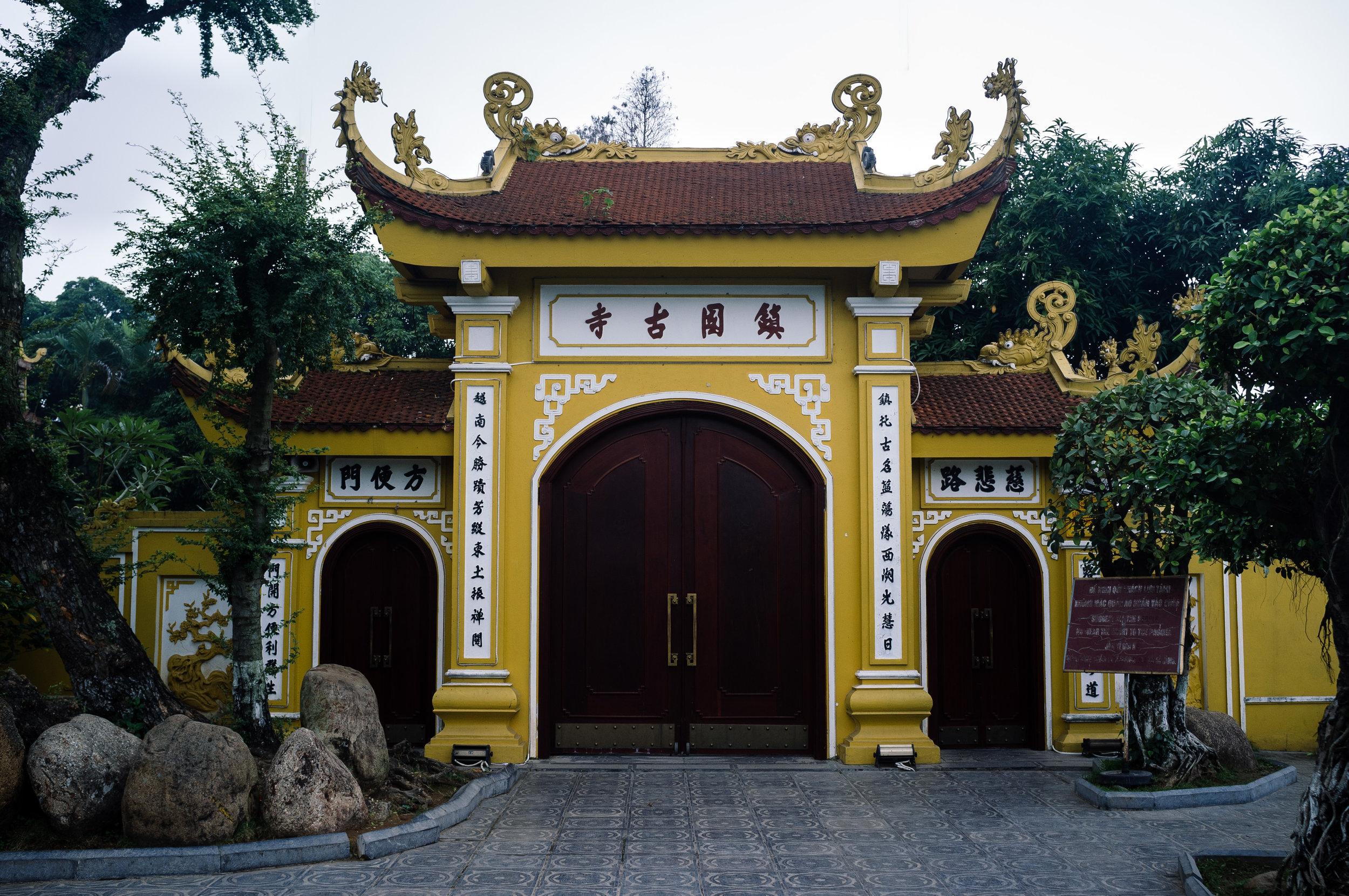 Hanoi Lake Temple 2.jpg