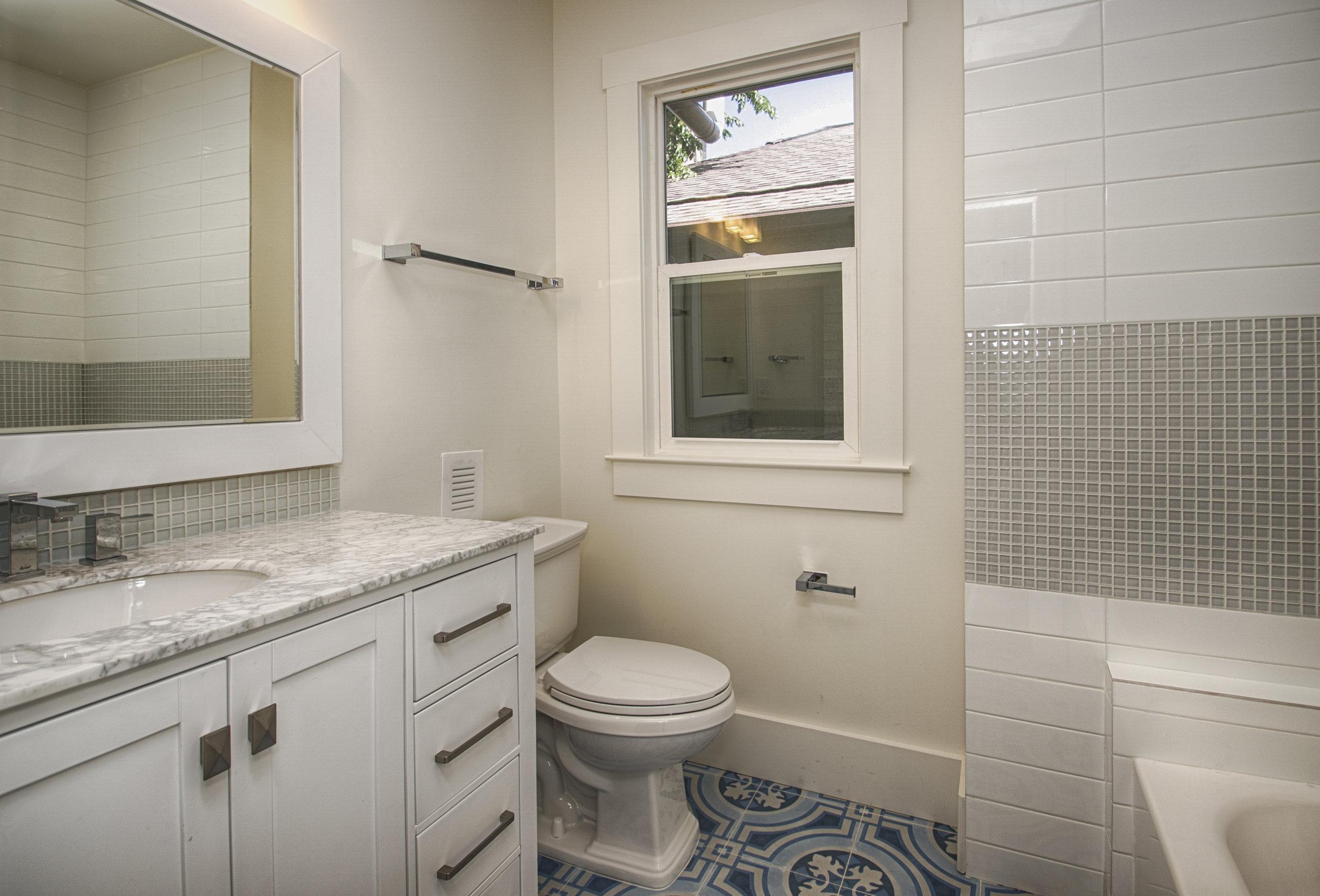 up2nd floor bath.jpg