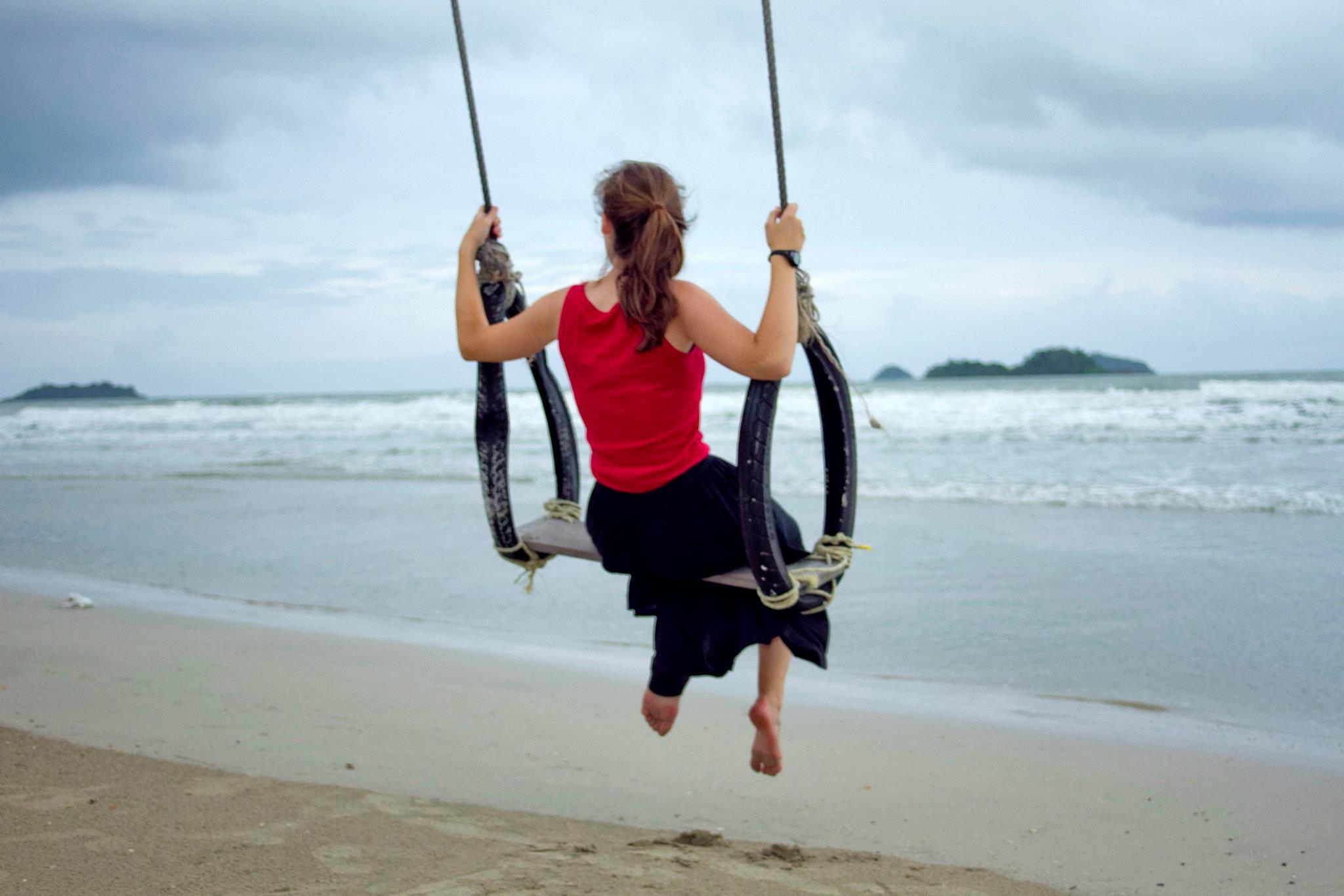 wandering_study_adventure_videographer_thailand_koh_chang_beach_swing