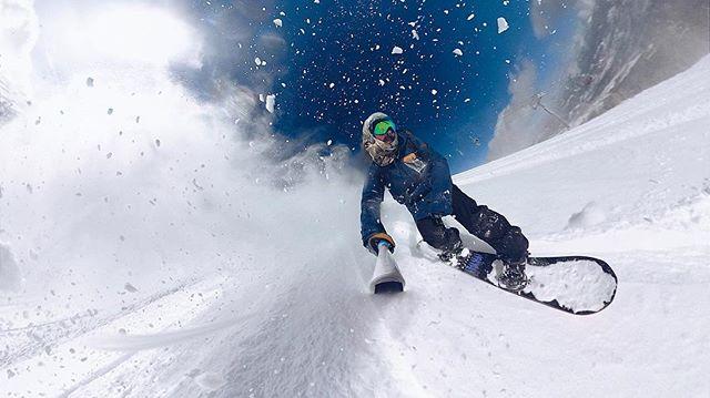 powder hunting/powder slashed 🤙🏼 • • • • #gopro #goprofusion #360 #winter #snow #snowboarding #powder #peak6