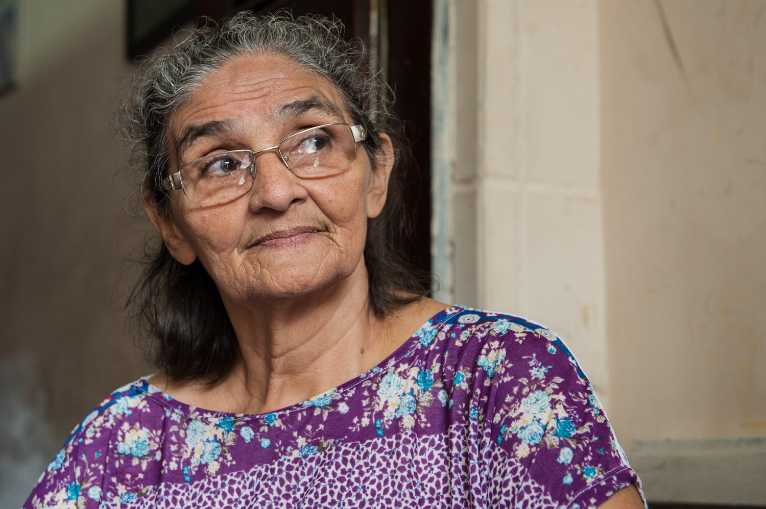 Yope Maria, a resident of the favela Poco da Draga since 1961, has raised her 10 children, 14 grandchildren, and now a great grandchild there. Now, she and her neighbors fear they will be evicted to create a parking lot for a new acquarium. She is confident that she is a legal owner but has little hope of compensation or resettlement.