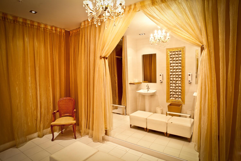 bathroom-hotel-Wellington-photographer-Paul-Fisher.jpg