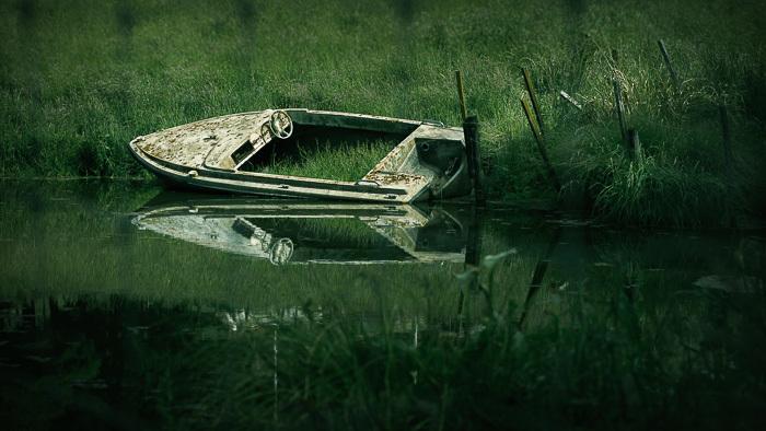 Derelict speed boat