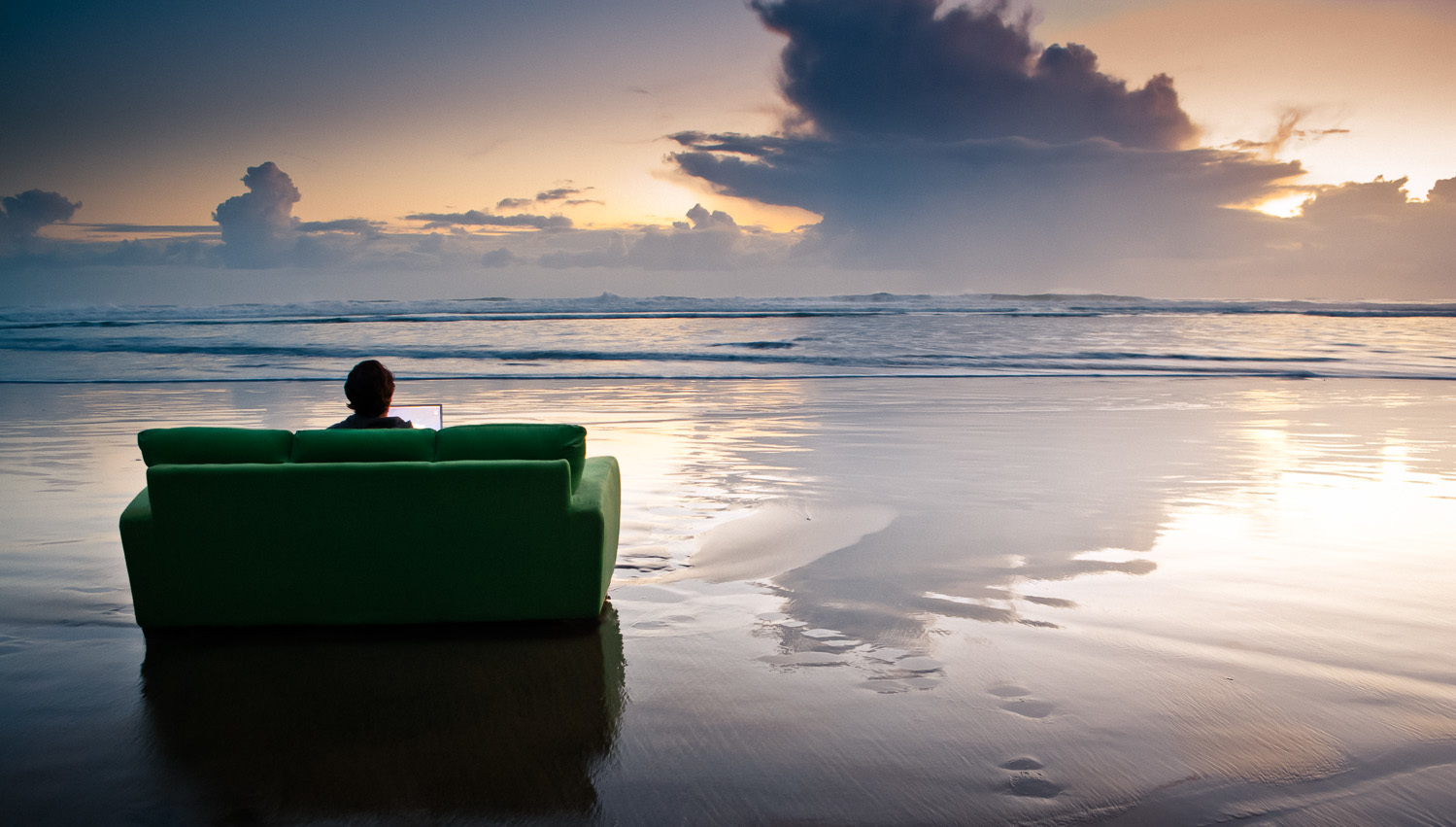 Enviroment portrait - Couch at beach