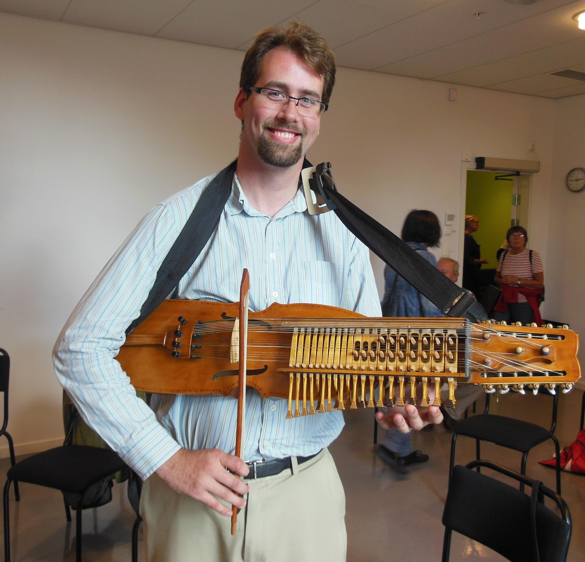 Jesse McQuarters at the Eric Sahlström 100th birthday celebration & nyckelharpa festival (Tobo, Sweden)