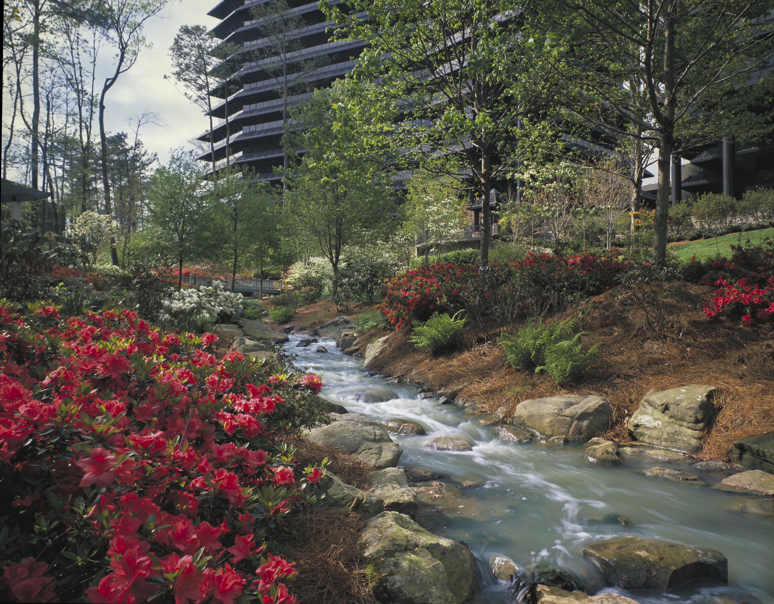 Three Ravinia Drive / MCI Office park, Atlanta, GA, USA.  Architect Kevin Roche, John Dinkeloo & Associates. Copyright © Kipp Baker, All rights reserved.