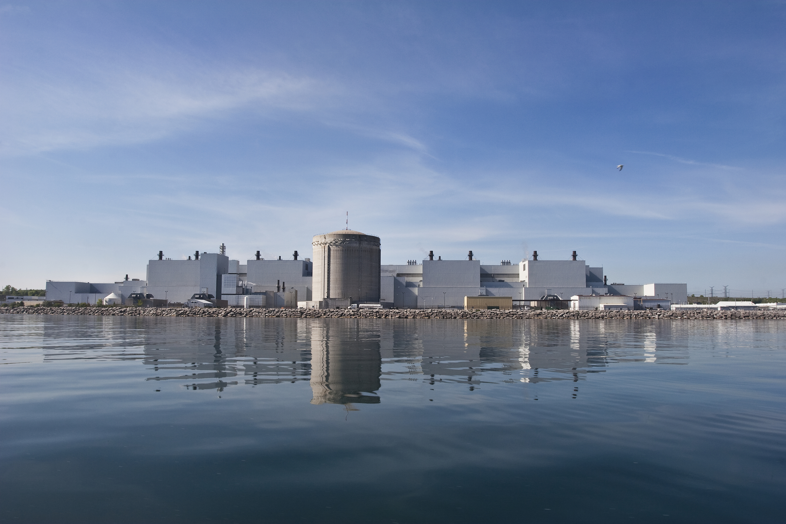 The existing Darlington Nuclear Generating Station. Image courtesy Tanya Ross & Greenpeace.