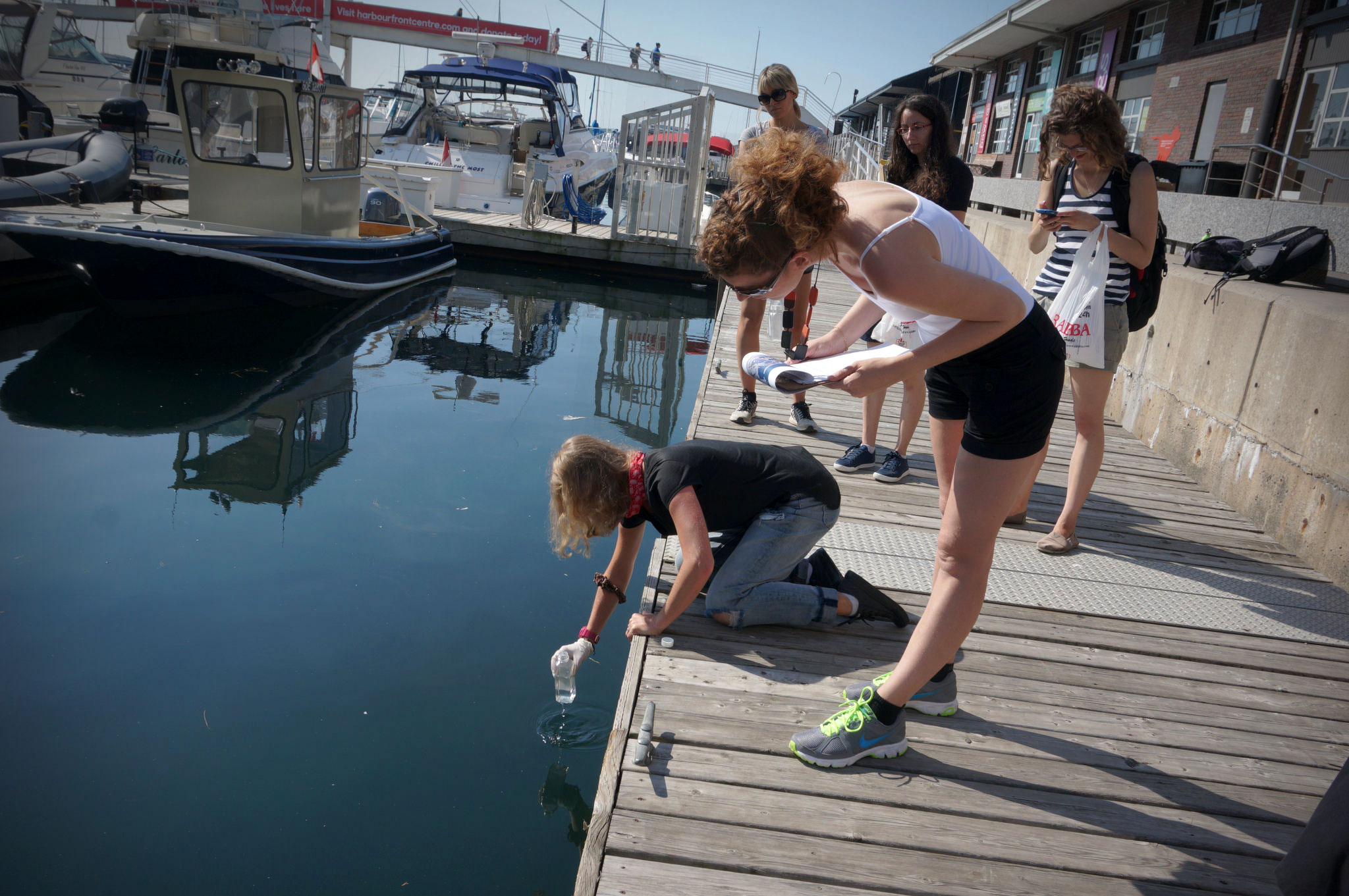 Volunteers gathering water samples along Toronto's harbour. (Photo by Li Black)