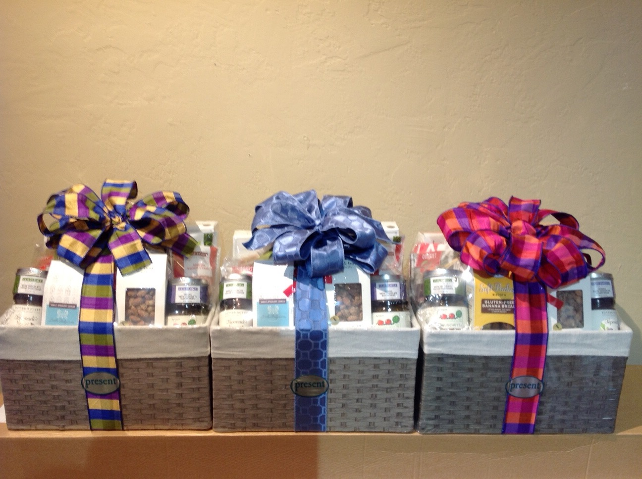 Many Gift Basket & Ribbon Styles