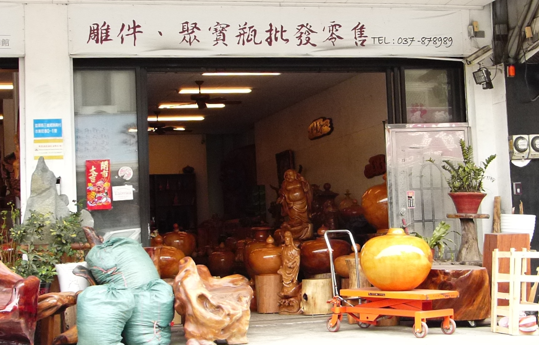 Woodcarving retailer/wholesaler in Sanyi