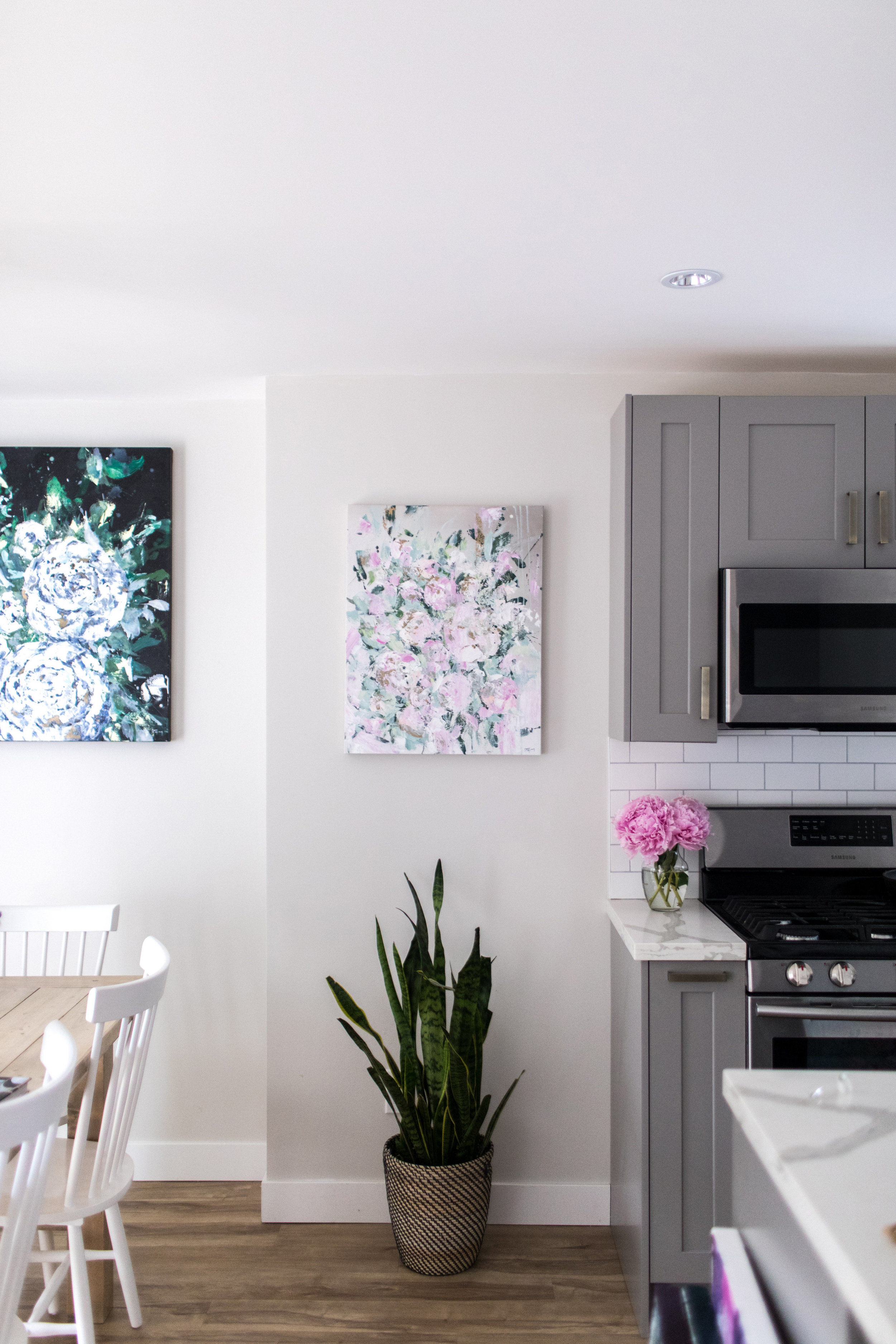 Dana/Mooney/Vancouver/Artist/Settle/In/Styled/Kitchen/Dining/Room
