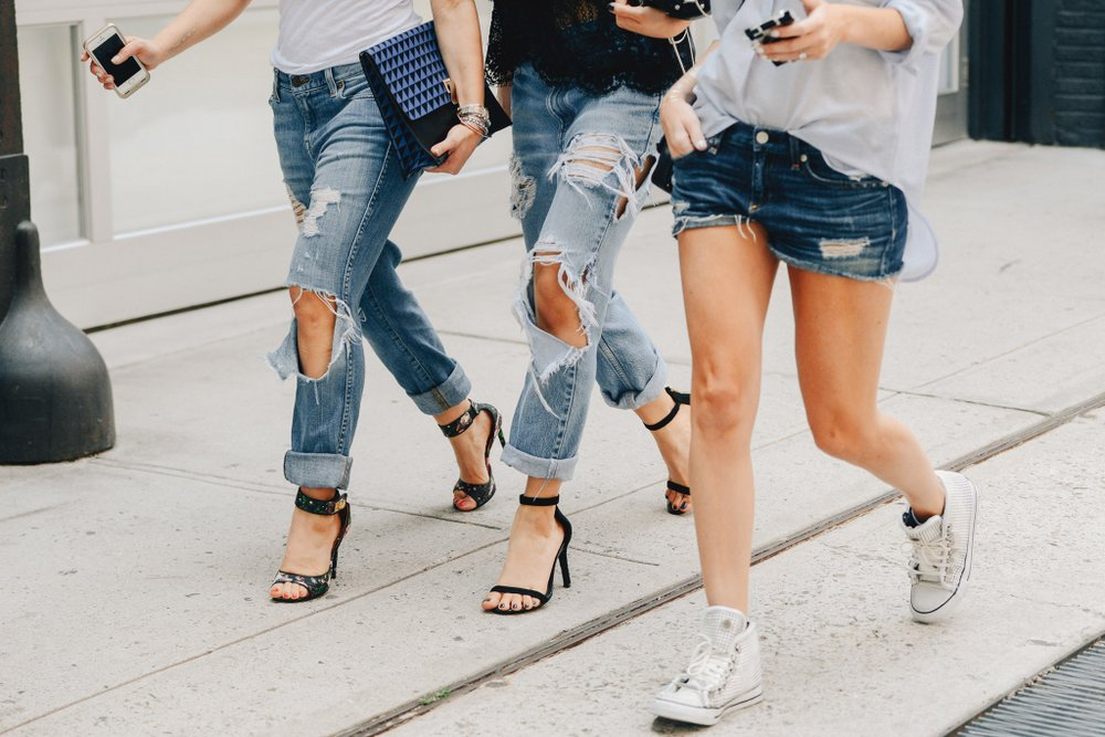 studded-hearts-NYFW-Spring-Summer-2015-shows-streetstyle-ripped-denim.jpg