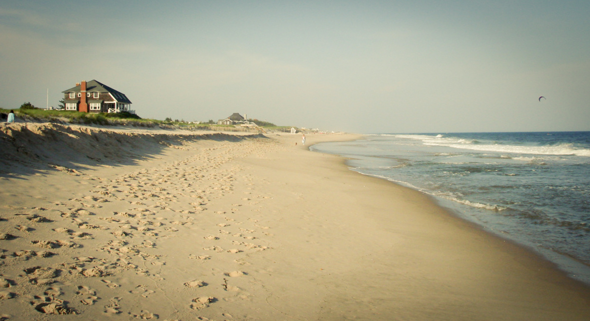 PHOTO CREDIT:  Above is a photo of Flying Point Beach, approximately the same spot where Harry and Erica had their romantic beach date. The photo is from here .