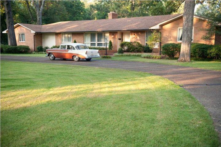 Image of Elizabeth's house via  Google .