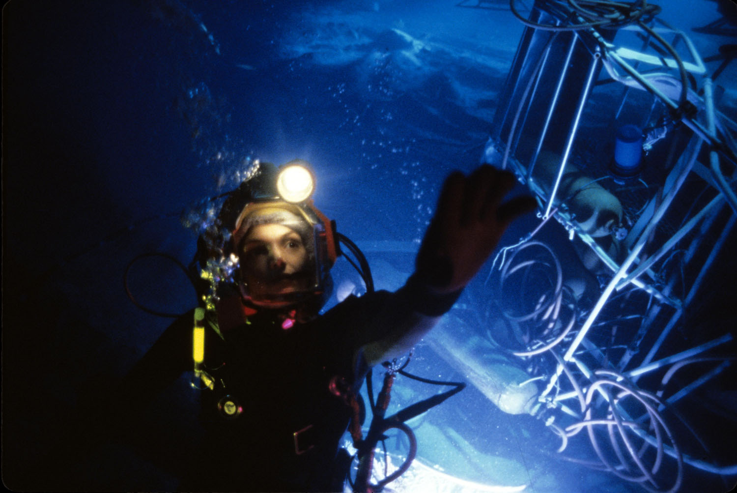 Production still of  The Abyss  via  Google .