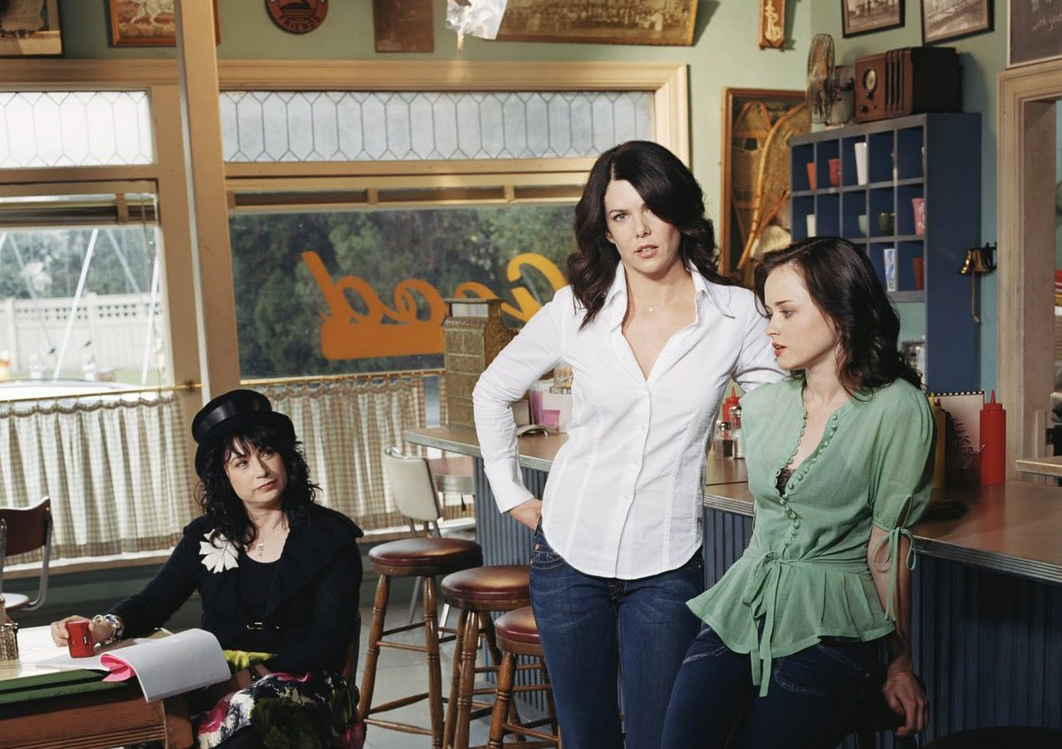 Lauren Graham with Alexis Bledel and Amy Sherman-Palladino (creator of  Gilmore Girls ) on the set of  Gilmore Girls  - image via  Google .