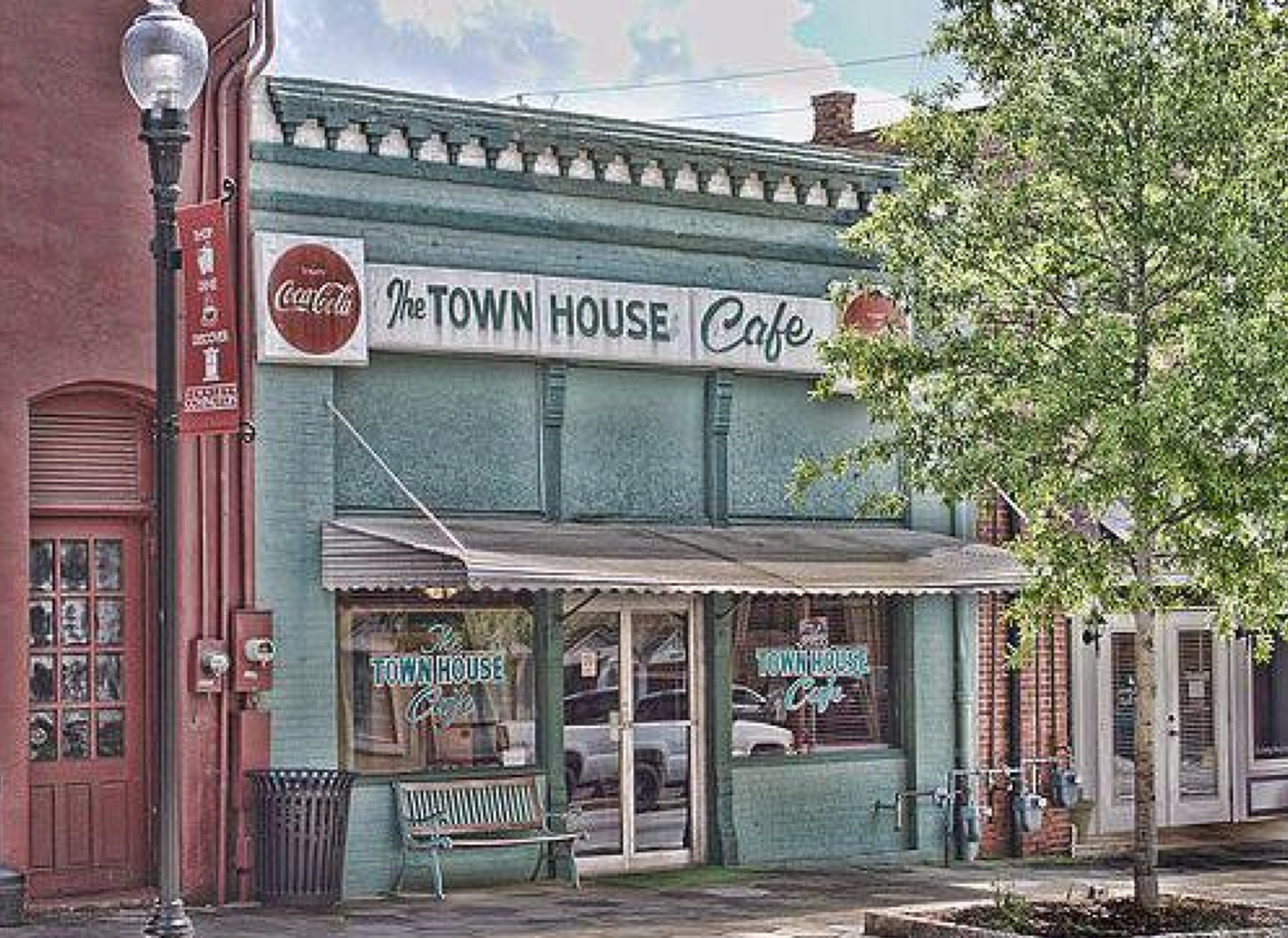 The Town House Cafe  in Covington, Georgia is one of the film locations of  Selma  (and   The Vampire Diaries  ).