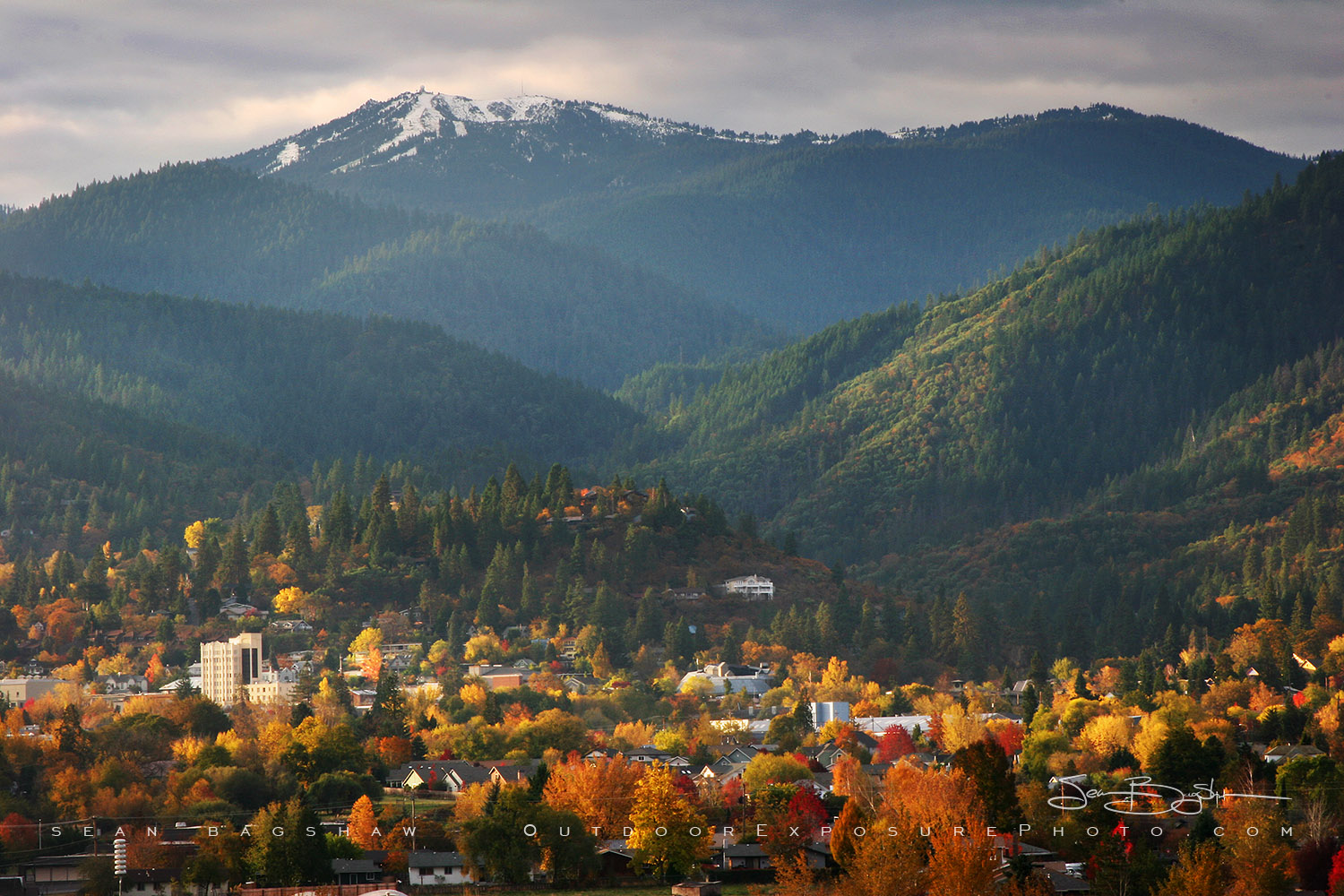 Ashland, Oregon in the fall - photography by  Sean Bagshaw  at Outdoor Exposure Photo.