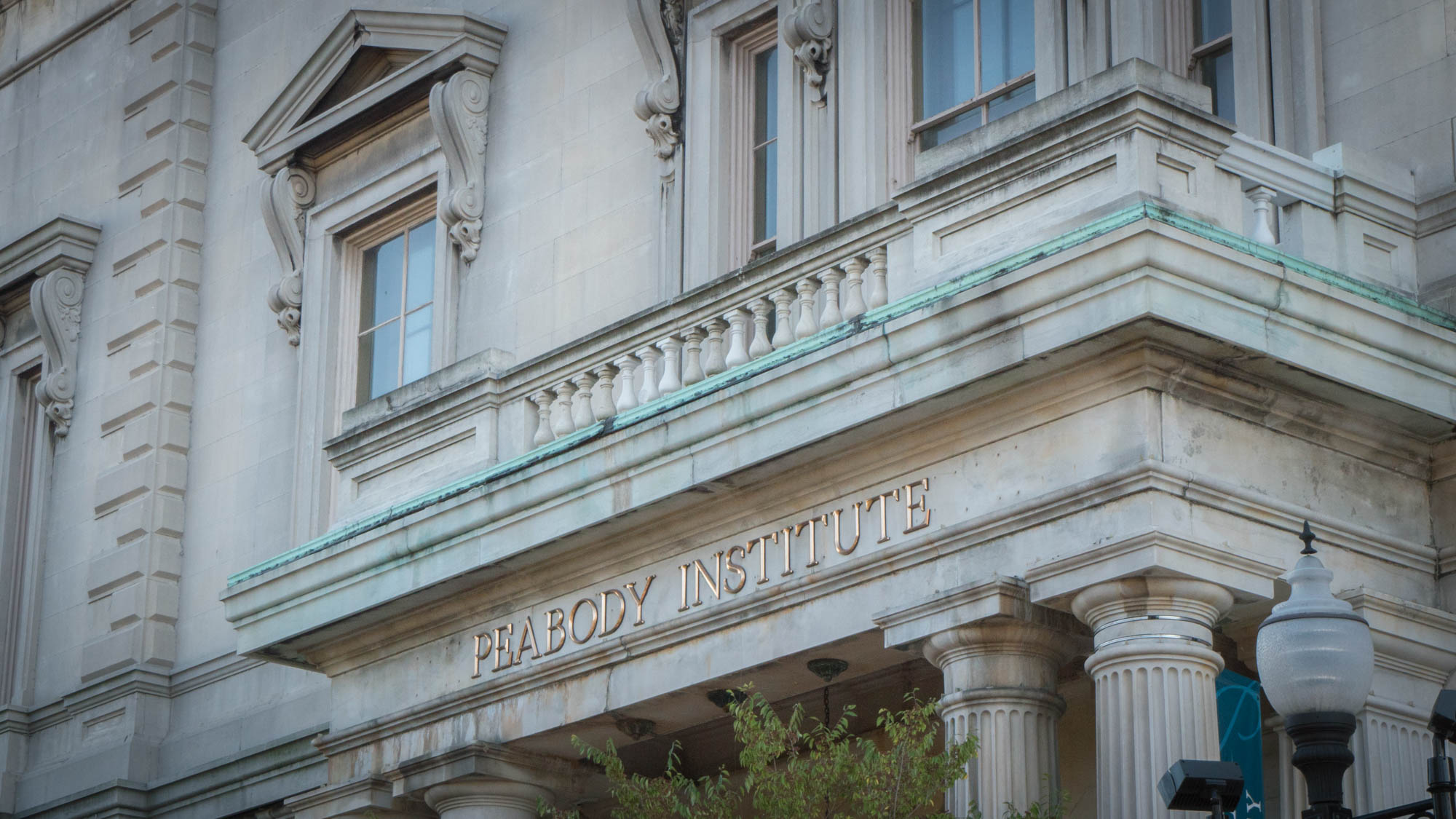 The exterior of the George Peabody Library, where Annie pulls her car up and parks in  Sleepless In Seattle .