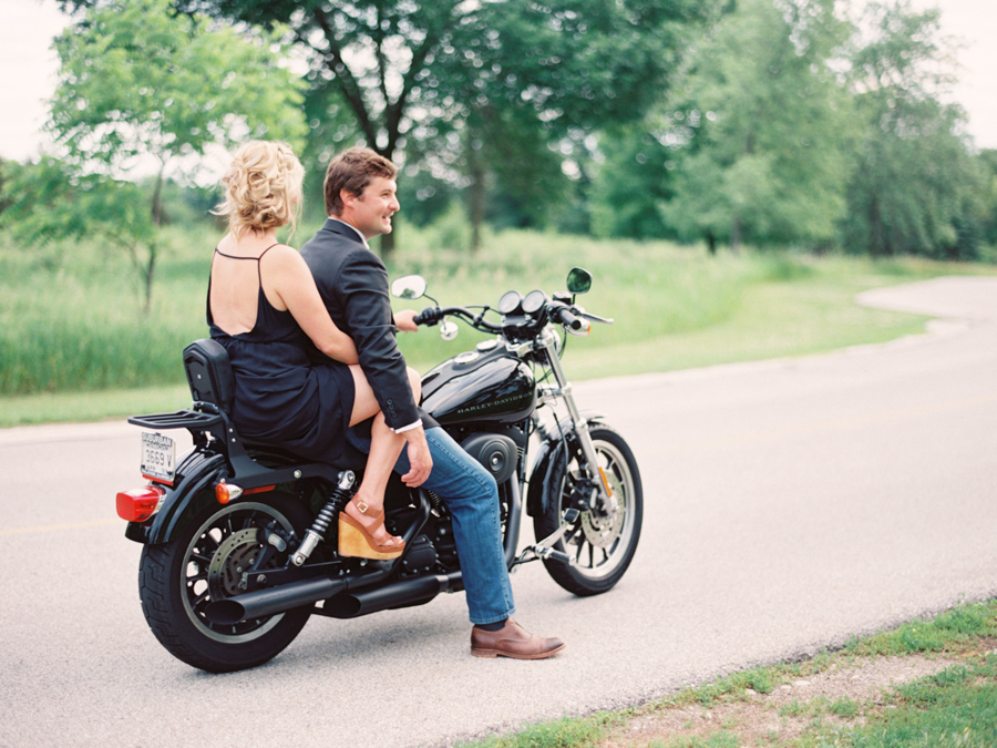 kateweinsteinphoto_motorcycle_engagement_rachel_dave_wisconsin_27.jpg