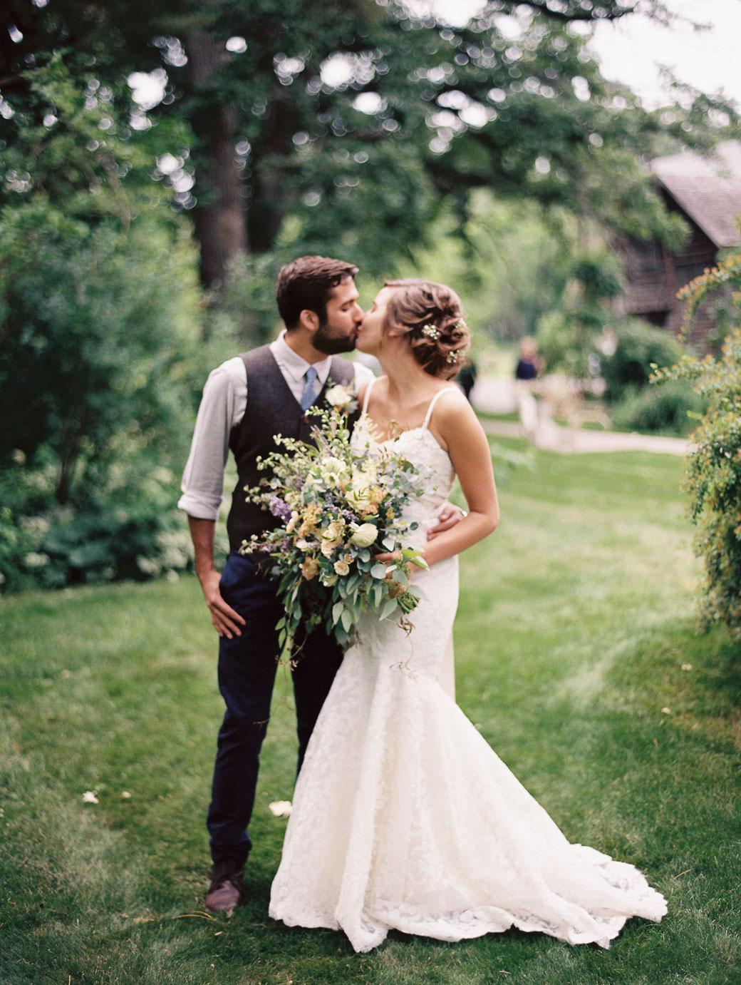 kateweinsteinphoto_farm_at_dover_milwaukee_wedding147.jpg
