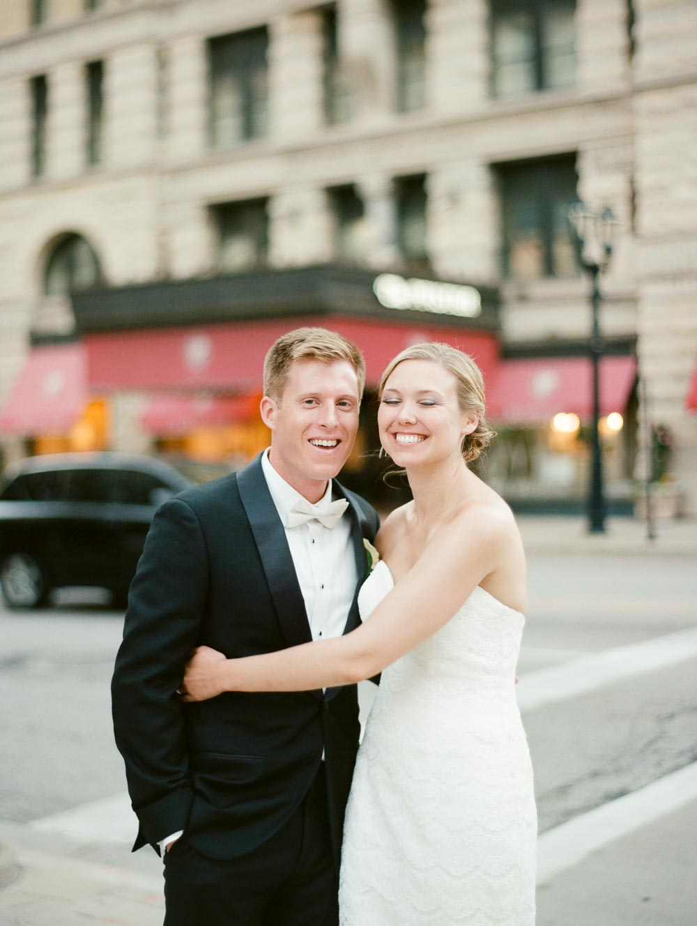 kateweinsteinphoto_milwaukee_pfister_hotel_wedding-155.jpg