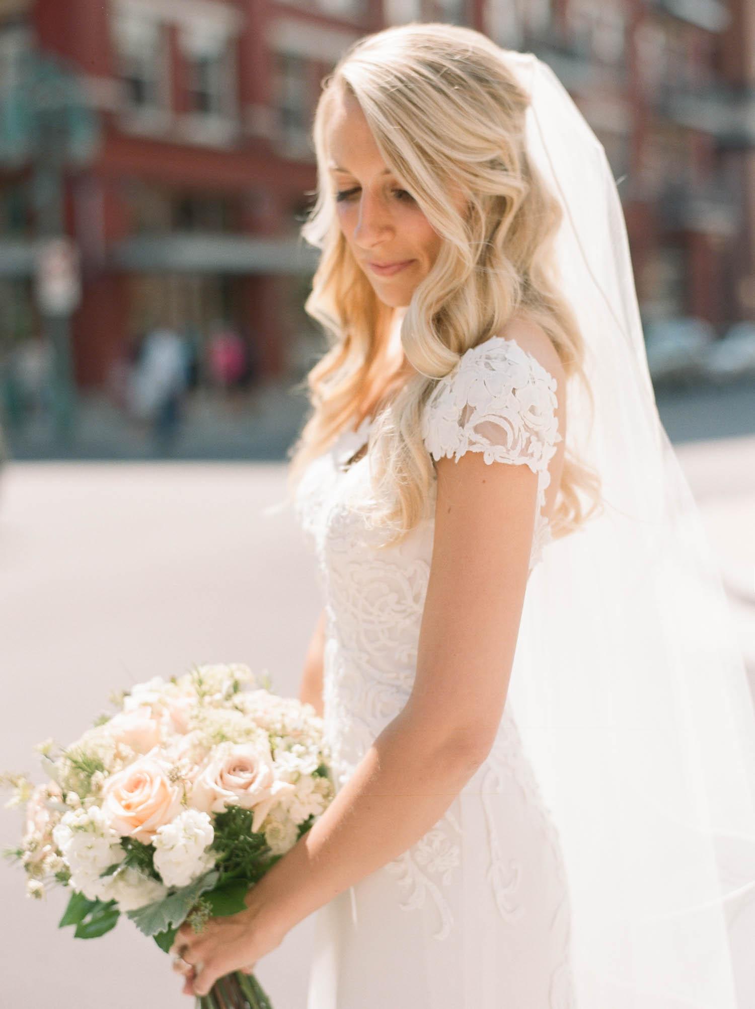 kateweinsteinphoto_kimpton_milwaukee_the_atrium_wedding-141.jpg