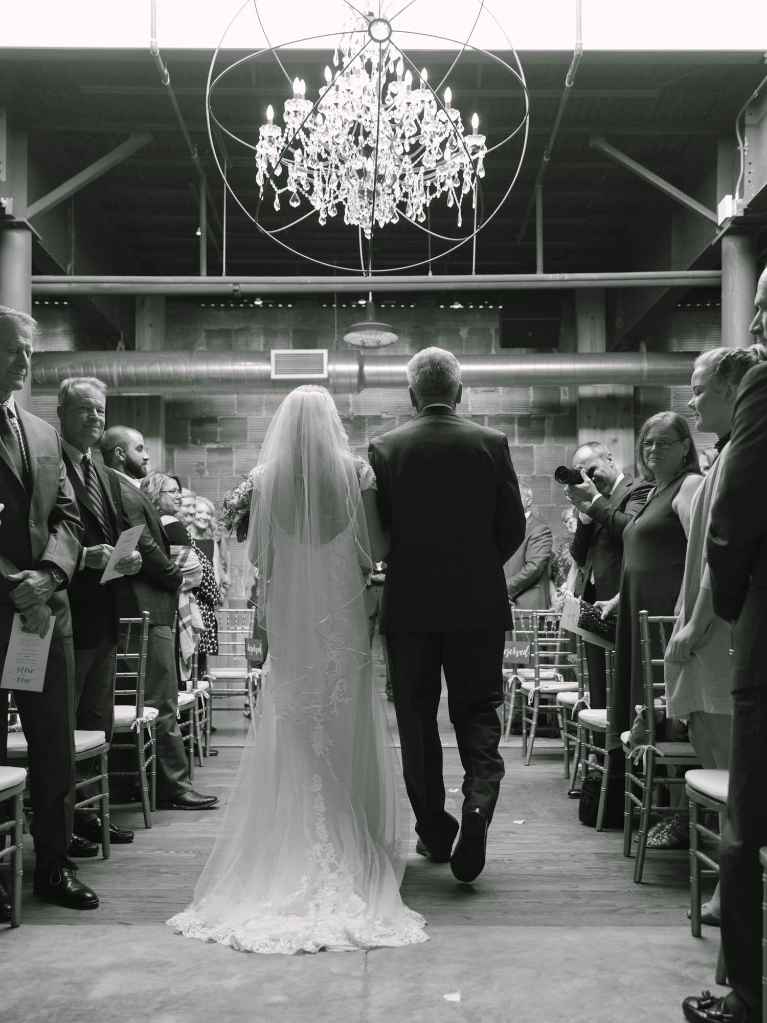 kateweinsteinphoto_kimpton_milwaukee_the_atrium_wedding-200.jpg