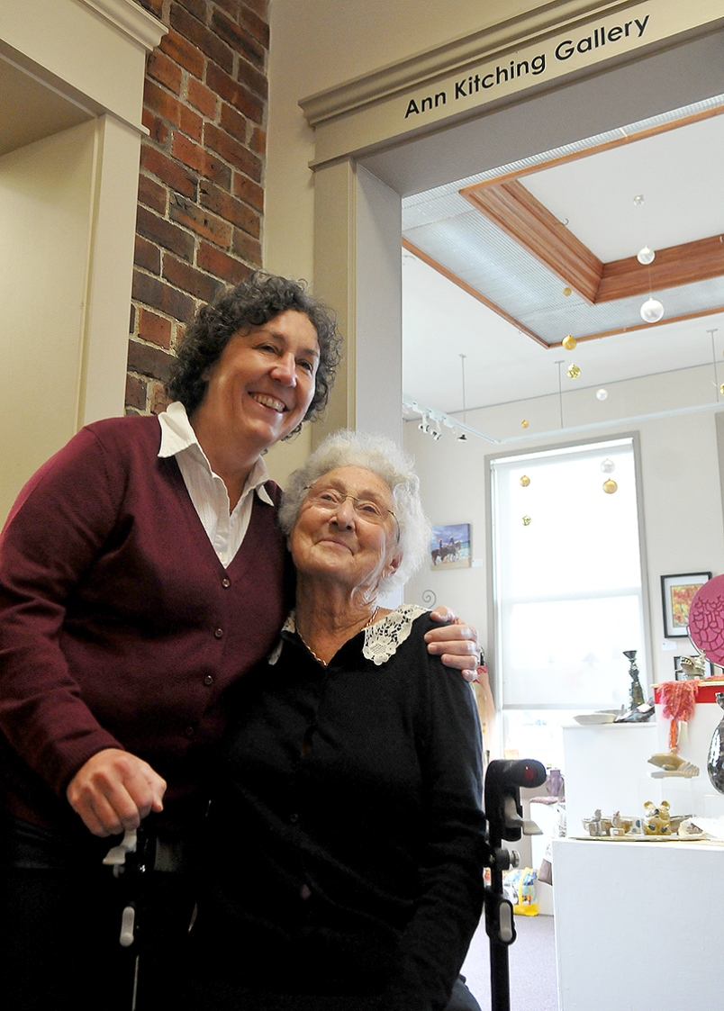 ANN KITCHING (R) WITH HER DAUGHTER, ROSEMARY IMAGE: JANIS CLEUGH, TRI-CITY NEWS