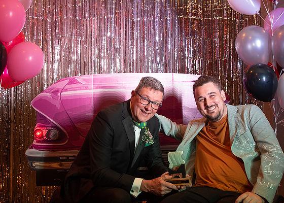 Mayor Ken Christian (l) poses with 2019 Emerging Artist winner Robin Hodgson.