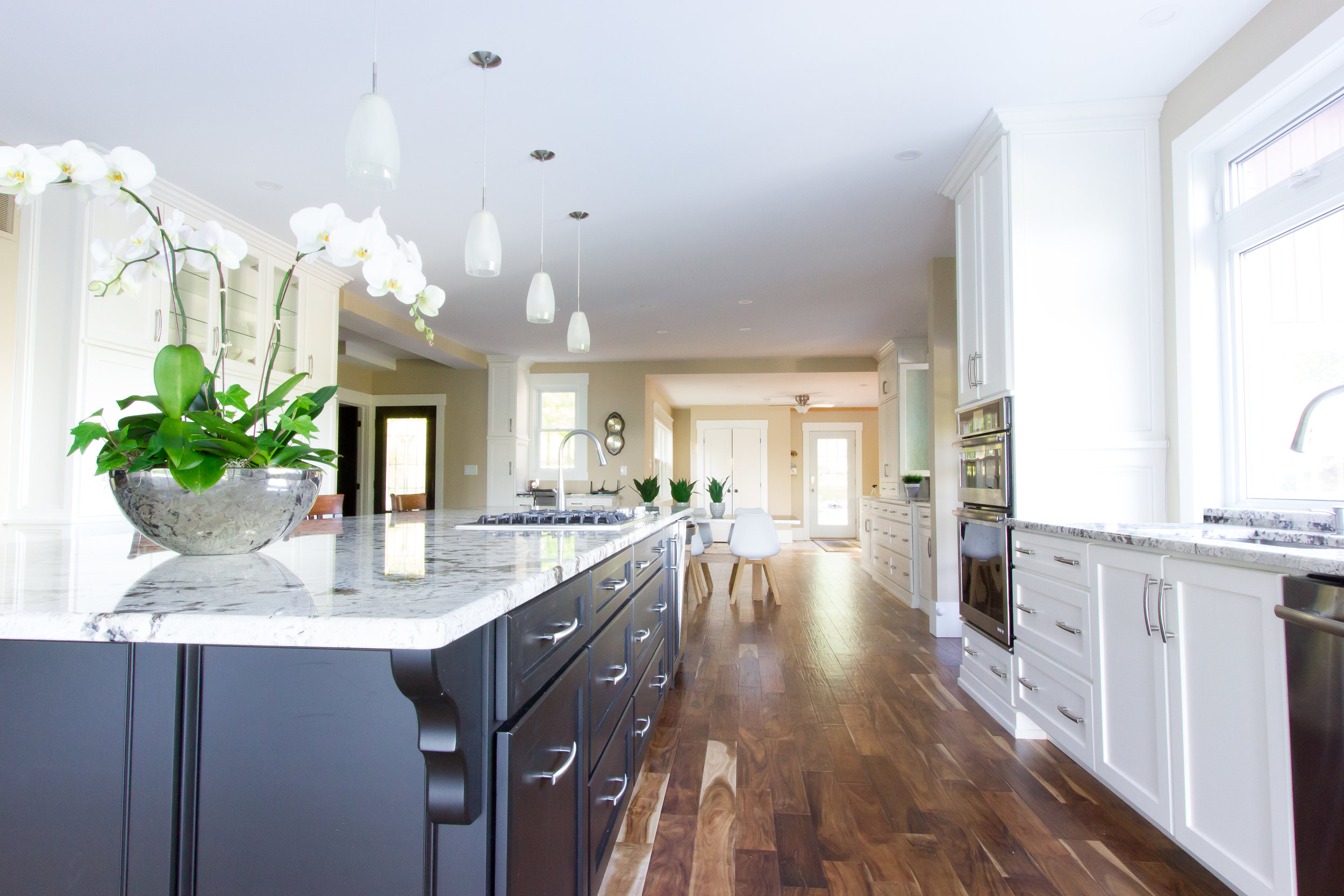 A Barrie home kitchen staged and decorated by New Leaf Decor