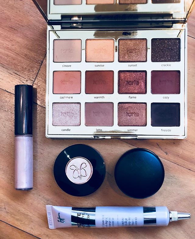 a few kit must haves 🙌🏻 @beccacosmetics @tartecosmetics @anastasiabeverlyhills @maccosmeticsaustralia @itcosmetics