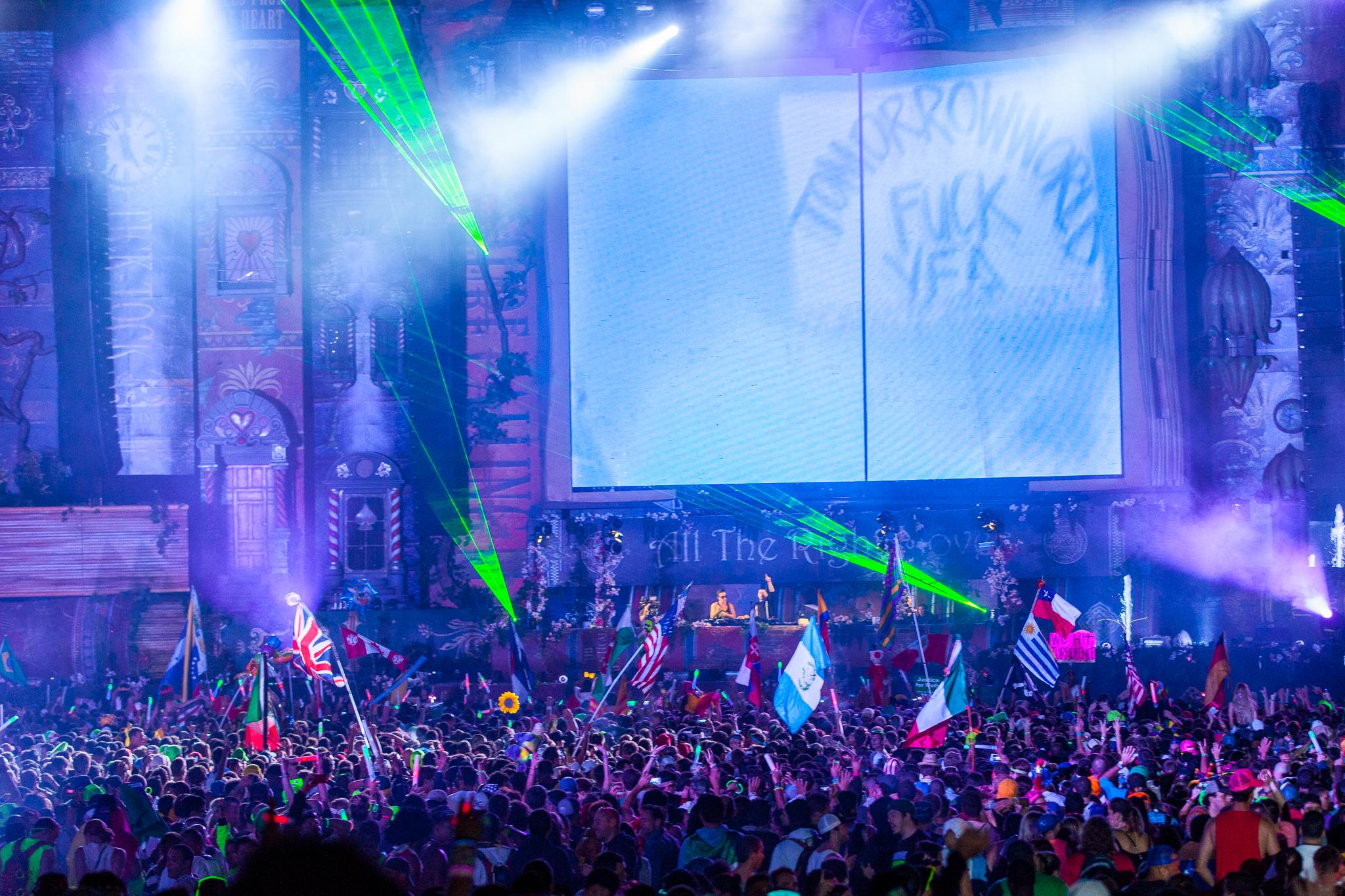 Tomorrowworld2013-12.jpg