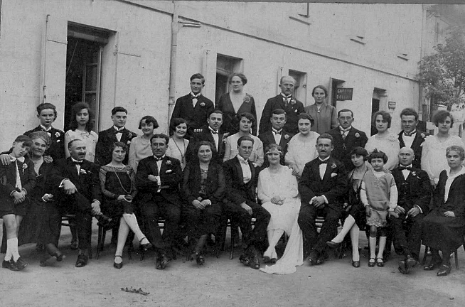1927. My grandparents' wedding in front of the house where I offer to serve you lunch...