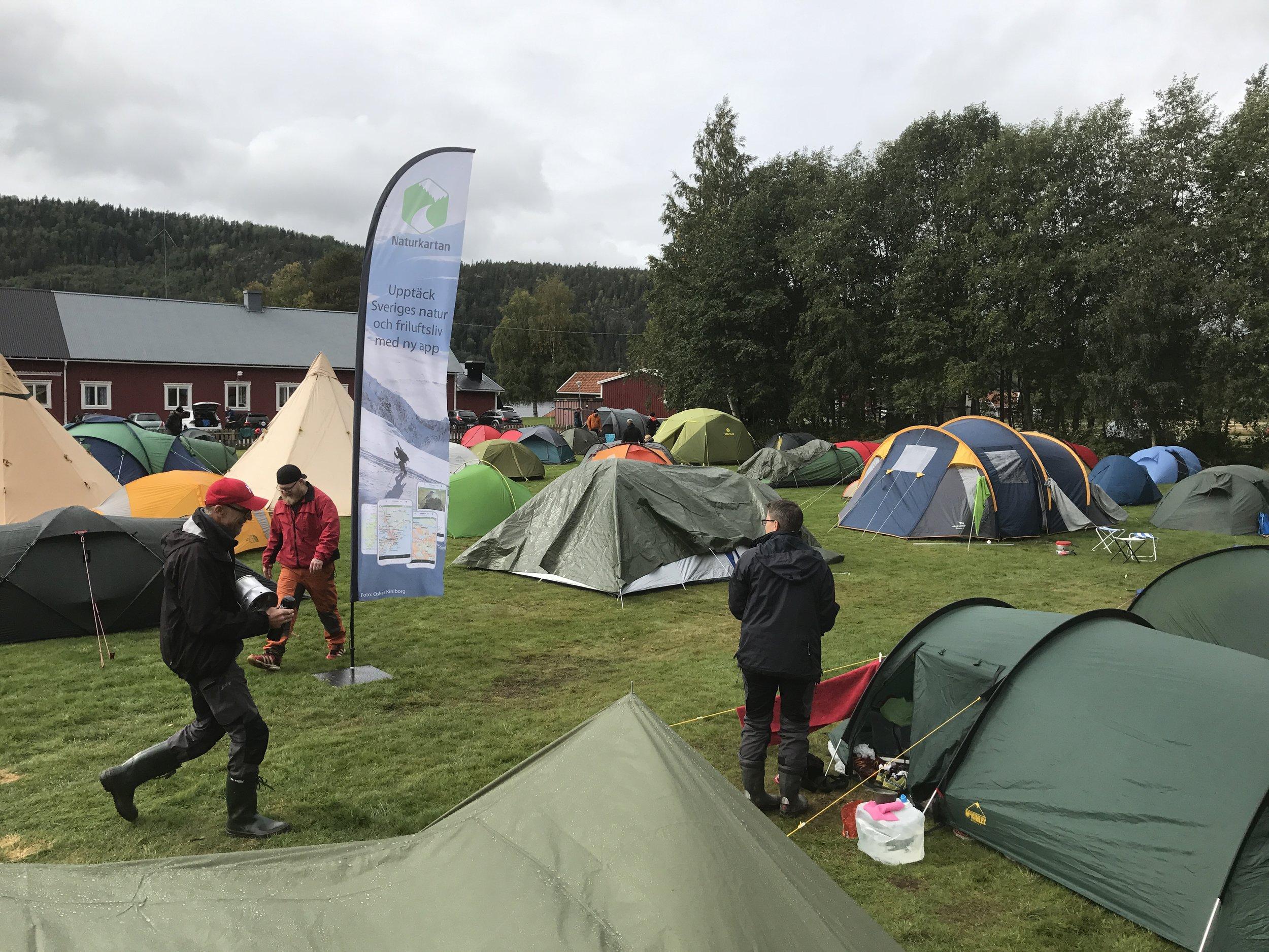Naturkarta på Utefest - Trots ihållande regn så sken besökare på årets festivalplats