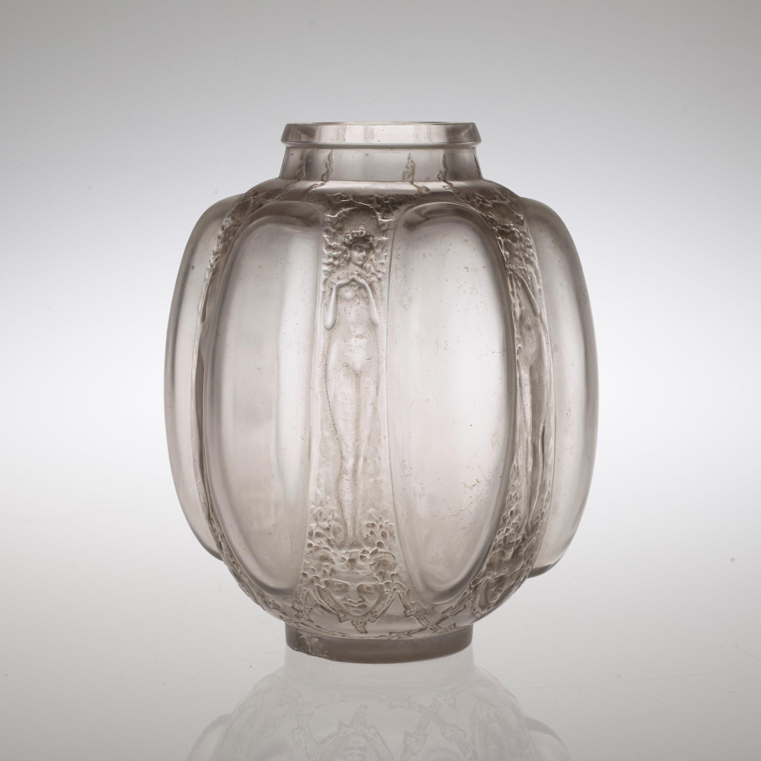 """René Lalique """"Six figurines and masks"""" glass vase, France 1920's-30's à partir de SORS"""