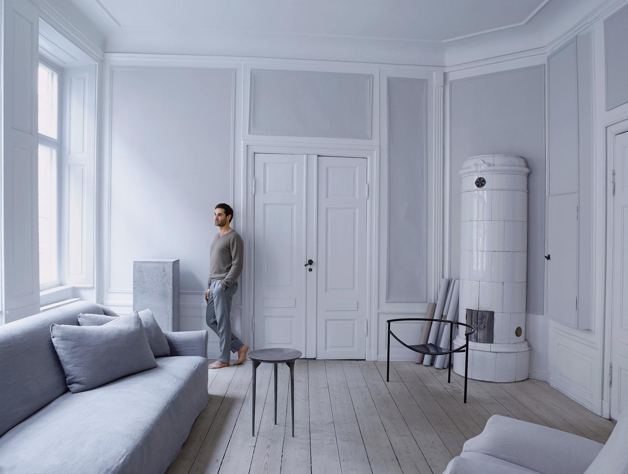 The designer at home in his living room. Photos:Henry Bourne//Le designer chez lui dans son salon.Photos :Henry Bourne