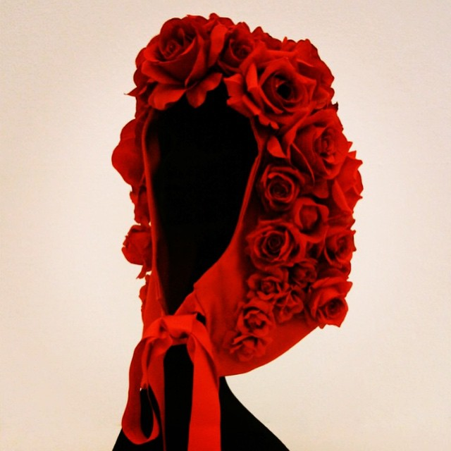 Good night to every VALENTINE ... #francescoballestrazzi #millinery #hatspiration #fashion #style #stylish #love #me #cute #photooftheday  #beauty #beautiful #instagood #design #roses #red #hood