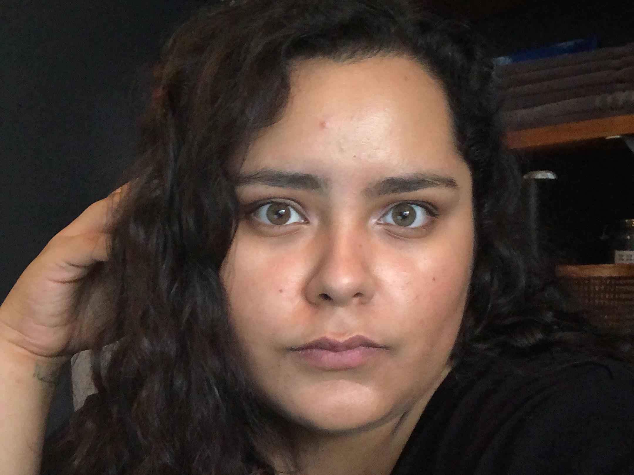 Vivian De La Torre  Front Desk