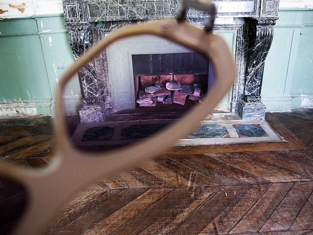 18_sunnies in fireplace.jpg