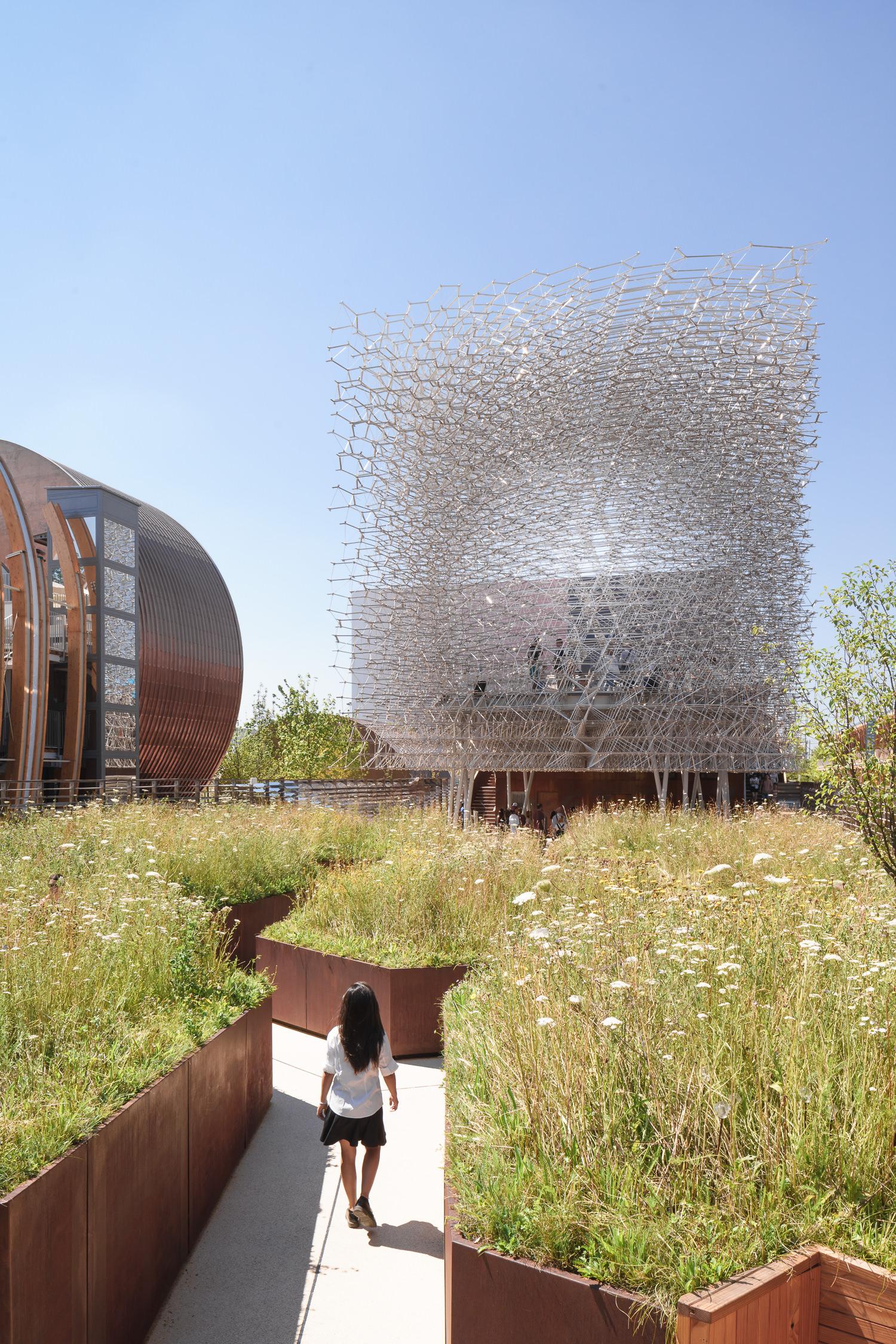 people walking to uk pavilion, milan expo, mark hadden architecture photographer