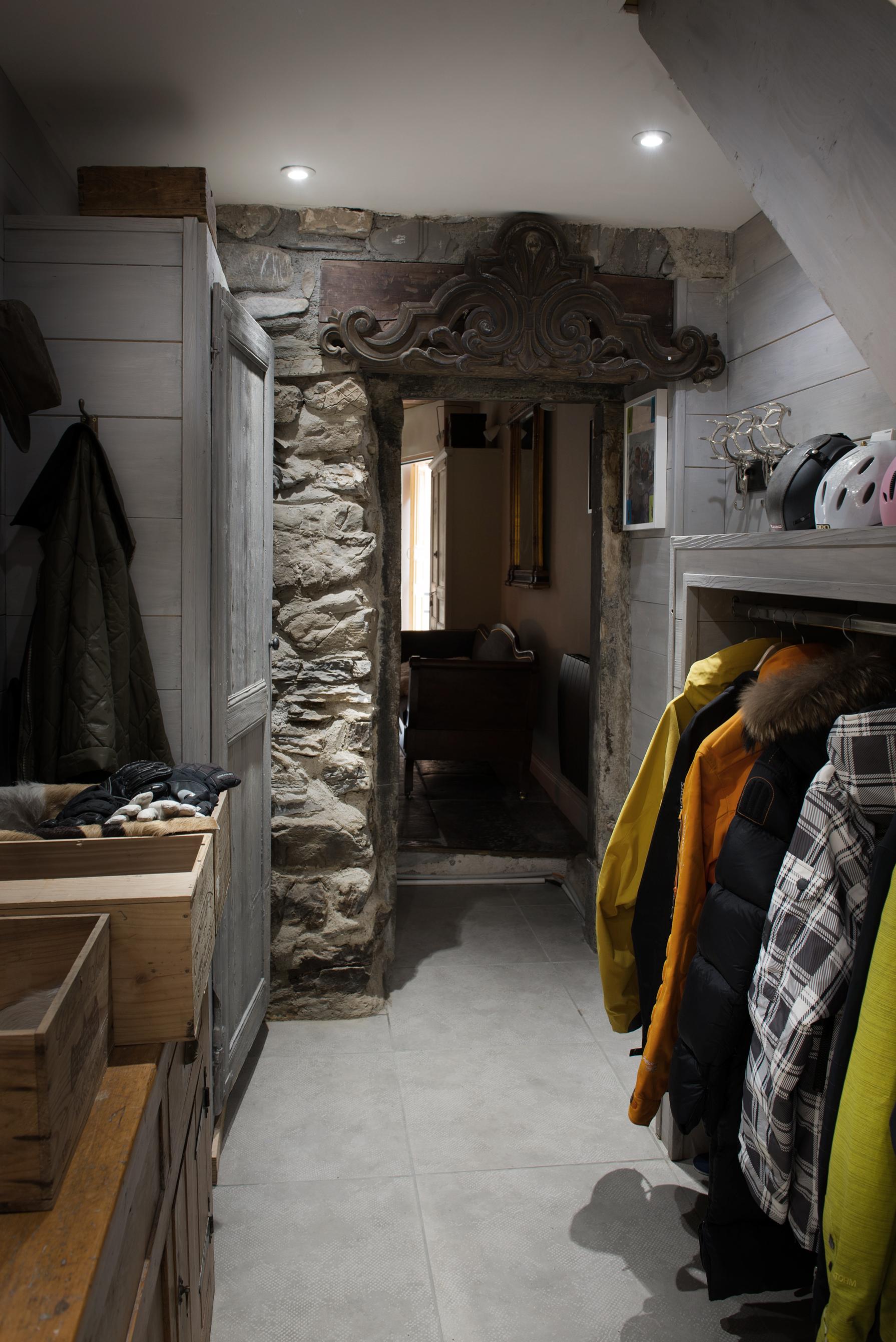 Ski_room_1.jpg