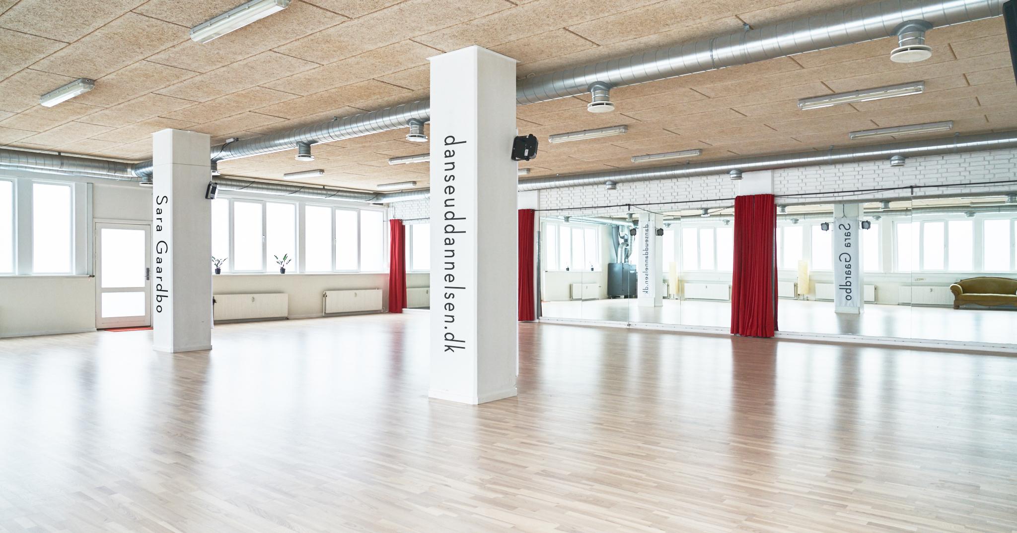 Det store lokale er på 190 m2 med ventilation og accustisk dæmpning I loftet.