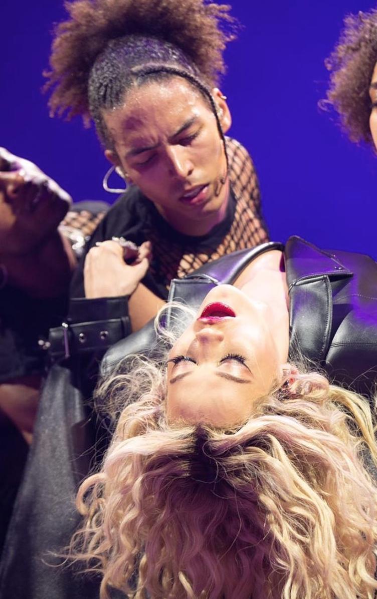 Rita Ora, o2