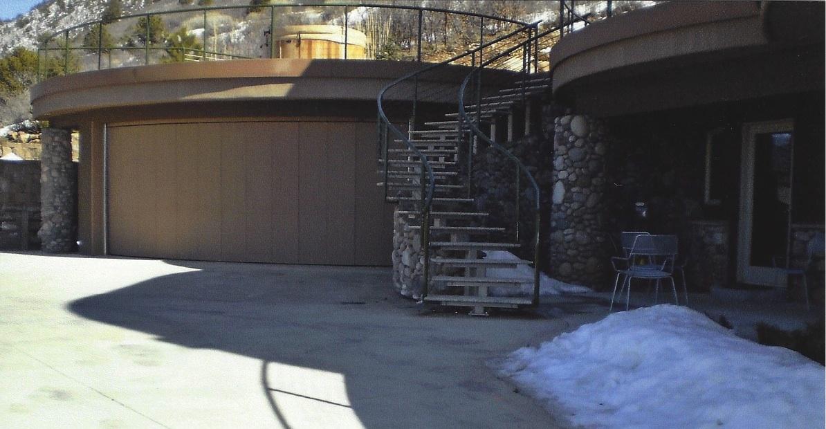 House on Hill2.jpg