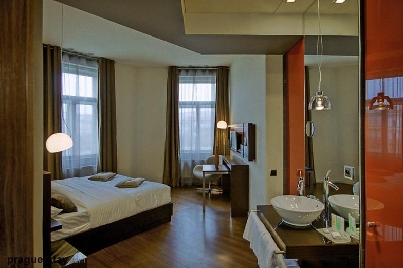 987 Hotel