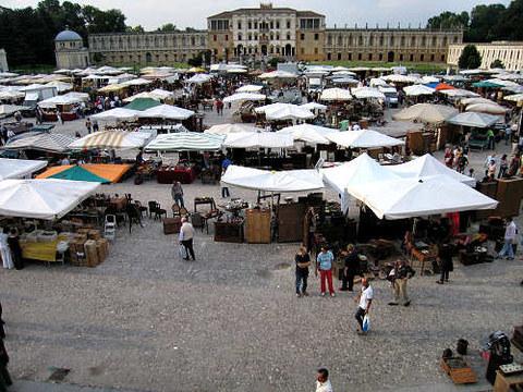 Market in Piazzola sul Brenta - Venice via LivingVicenza