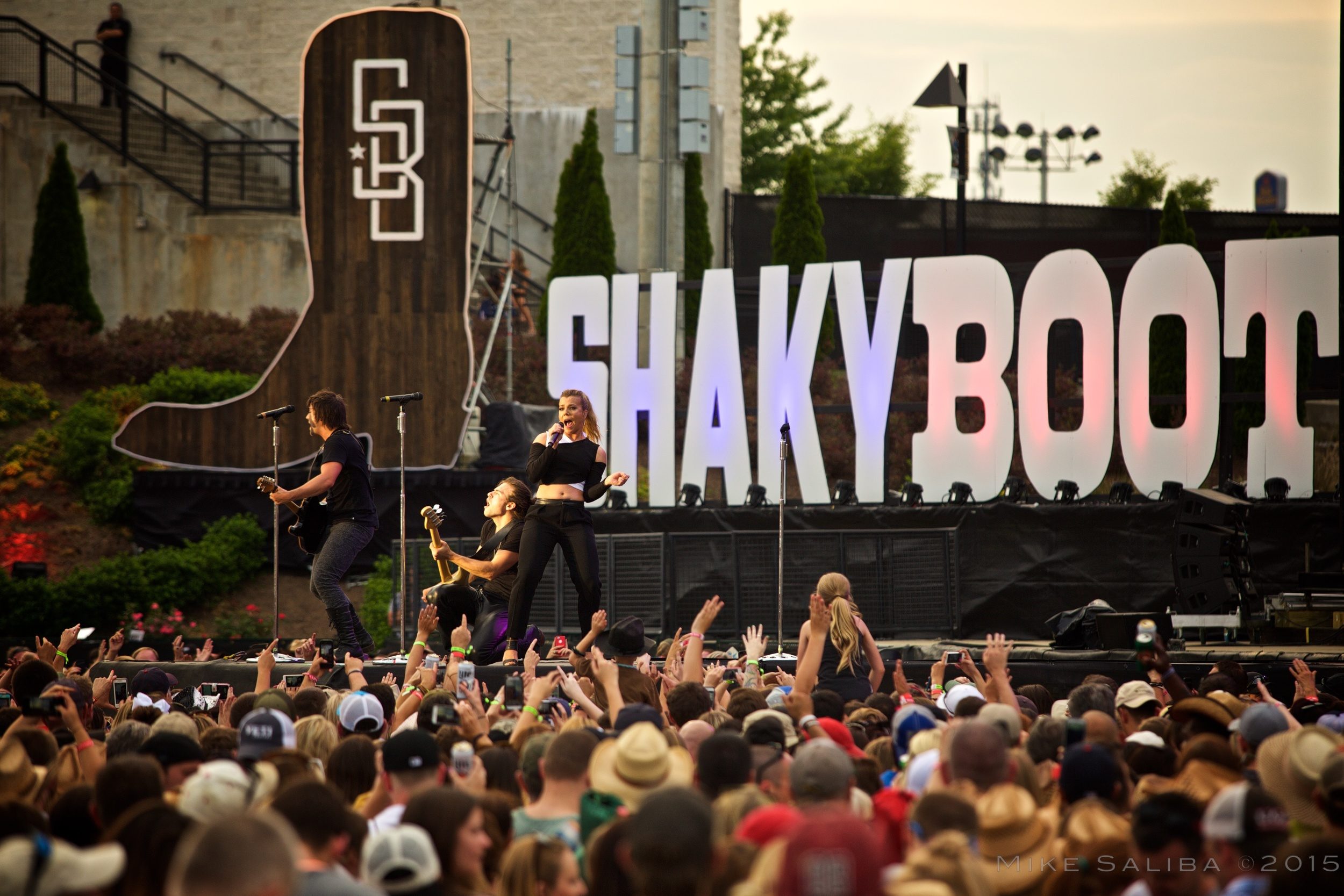 The Band Perry - Shaky Boots 2015