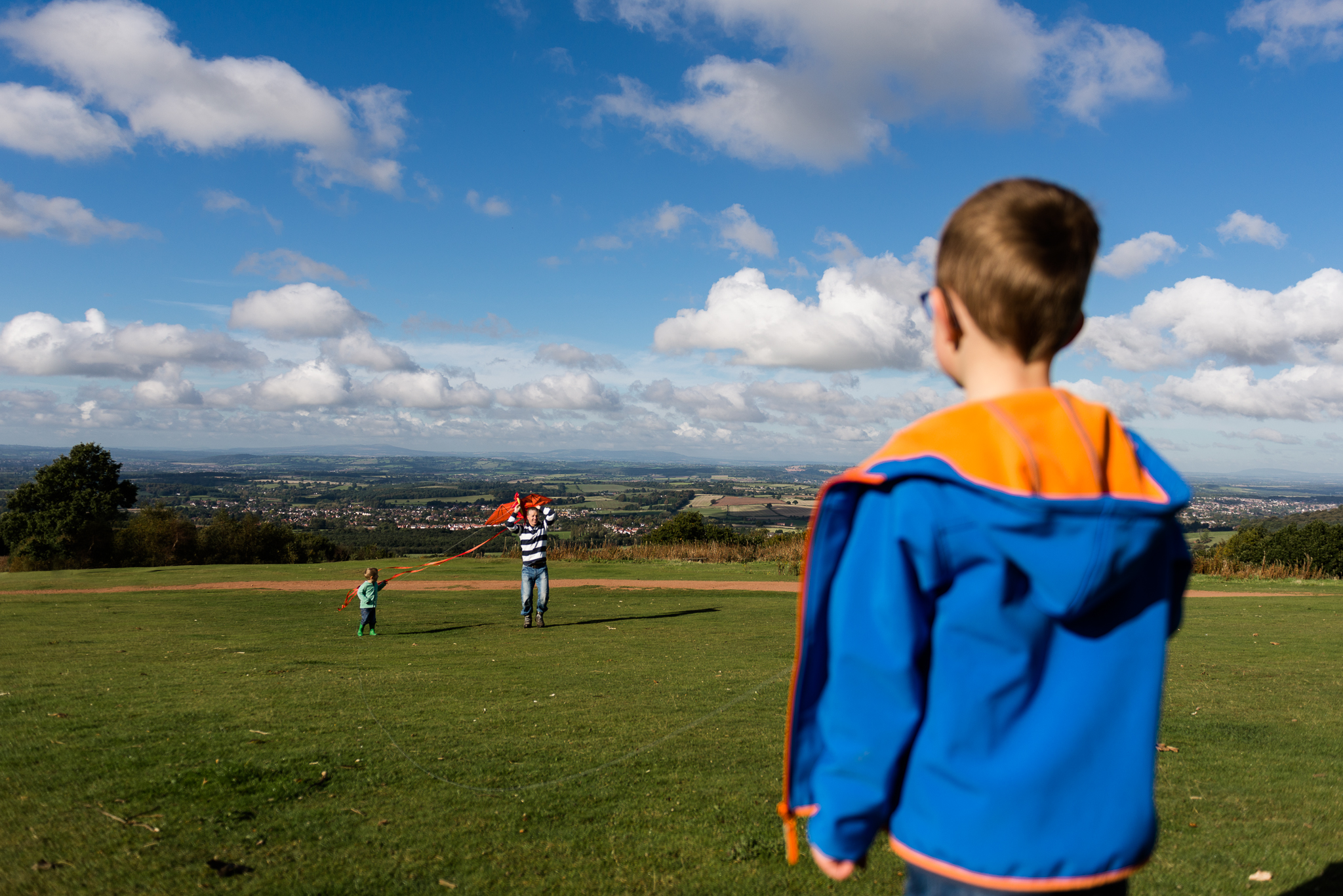 Documentary Family Photography at Clent Hills, Worcestershire Family Lifestyle Photography Woods Outdoors Trees Flying Kite - Jenny Harper-10.jpg